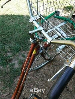 SCHWINN SUBURBAN Lady's Bicycle. Vintage 1970's. 27 inch tires