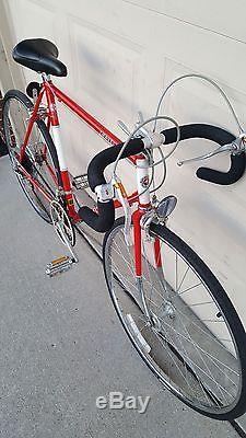 Schwinn 1982 Traveler Vintage Men S Bicycle 27 10 Speed