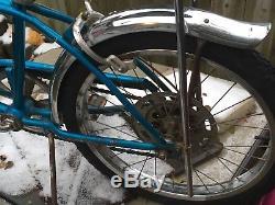 Vintage blue 1969 Schwinn 5 speed stingray bicycle